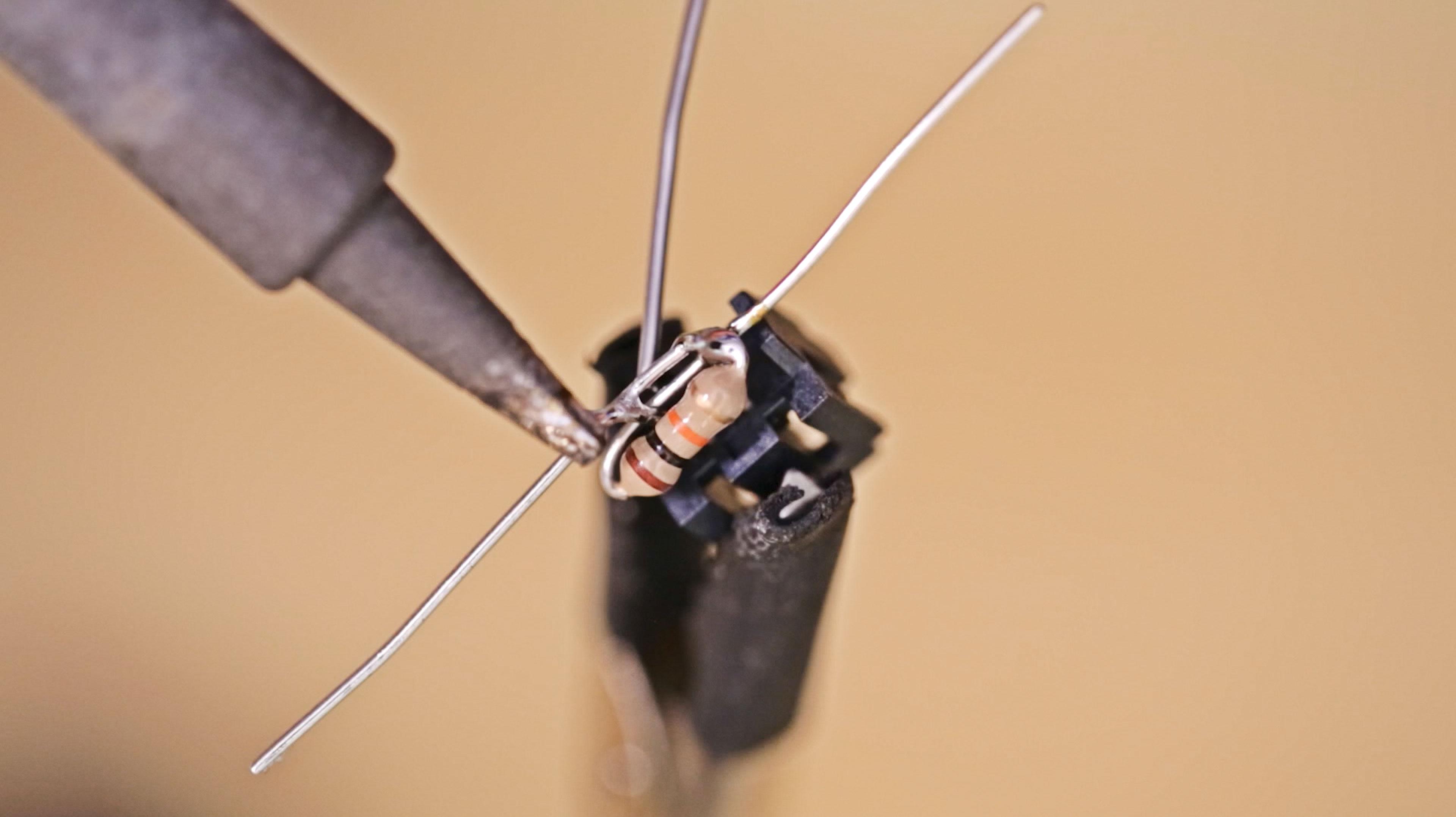 lcds___displays_resistor-solder.jpg