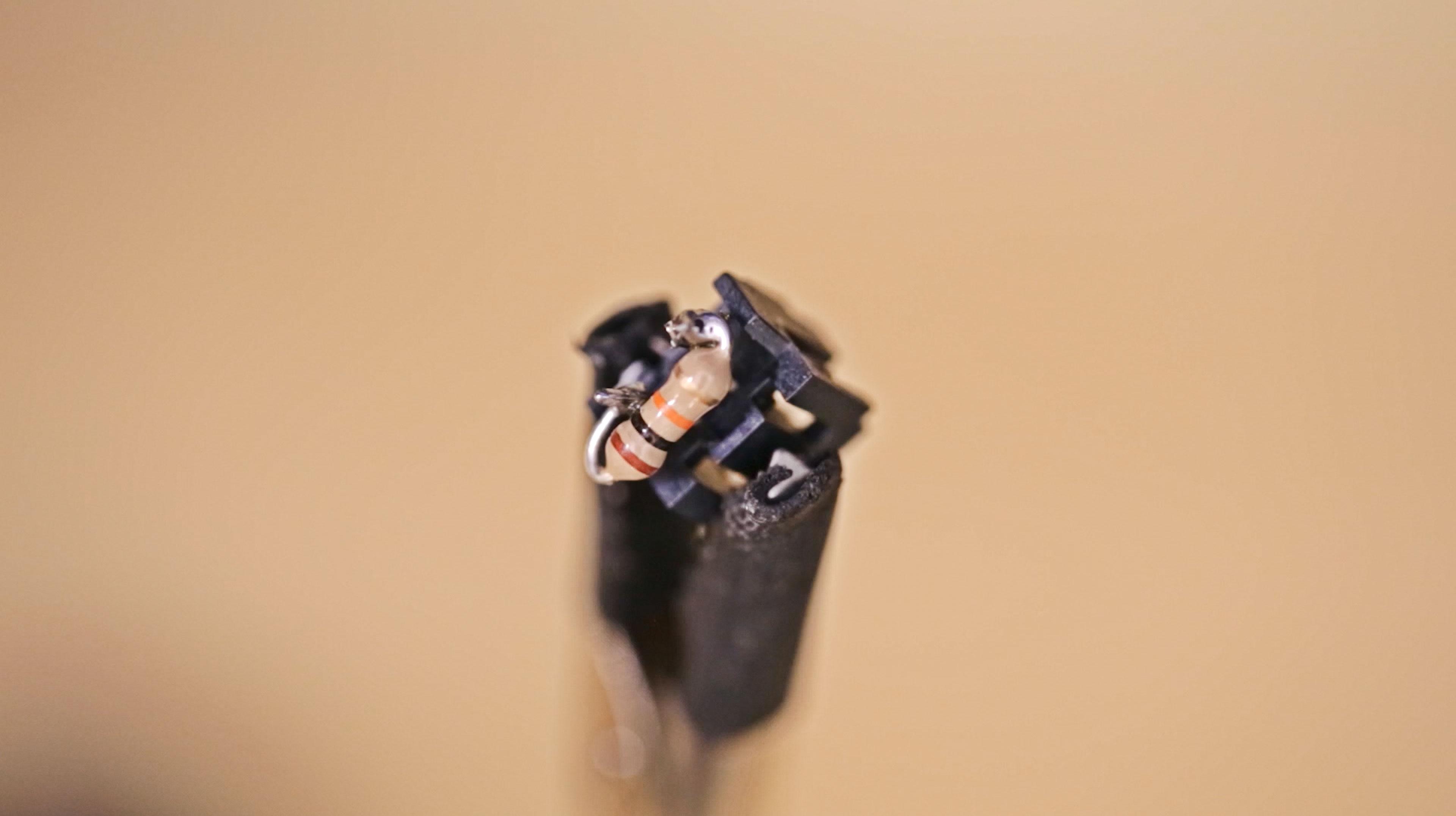 lcds___displays_resistor-soldered.jpg