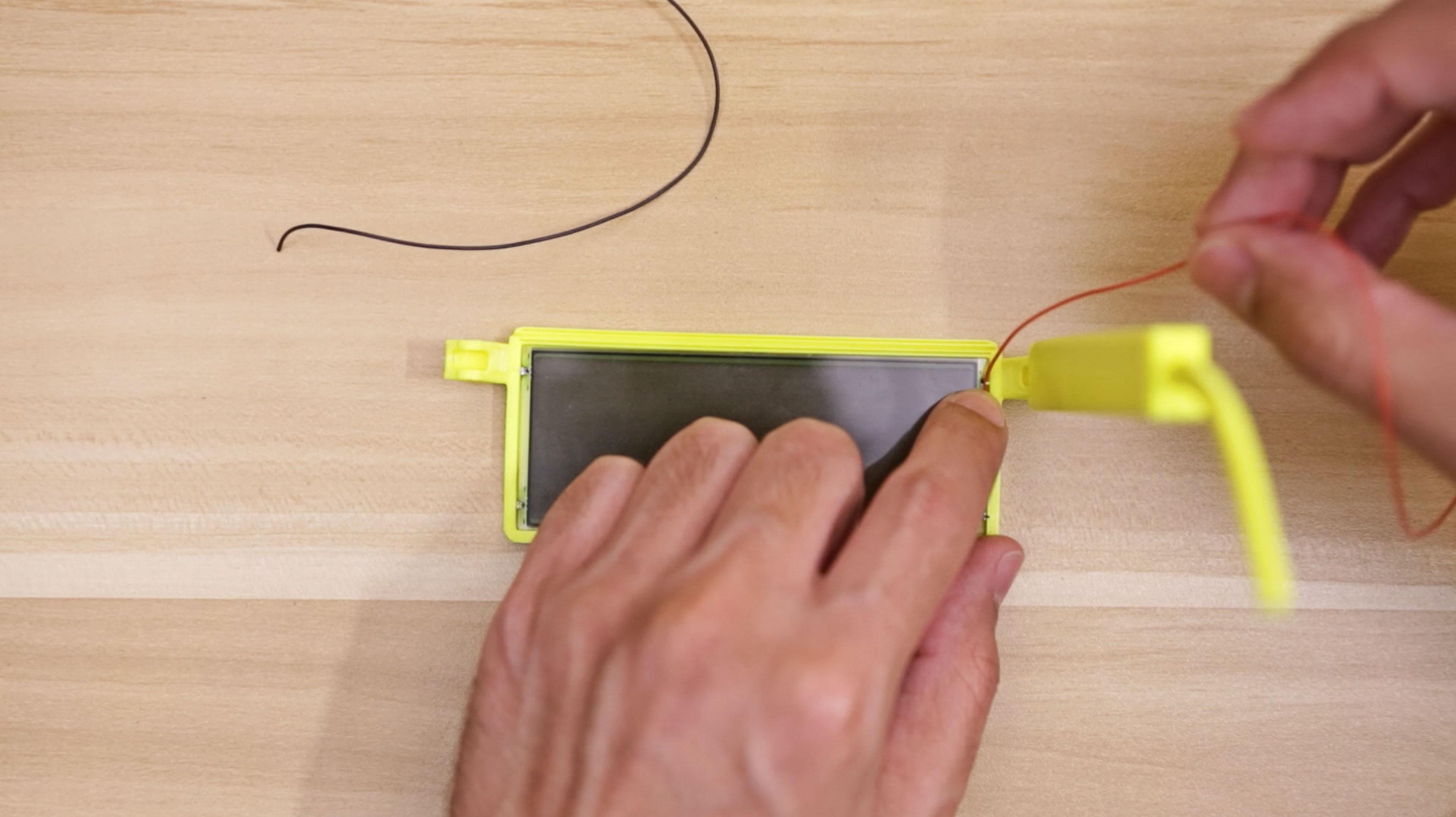 lcds___displays_lcd-wire-measure2.jpg