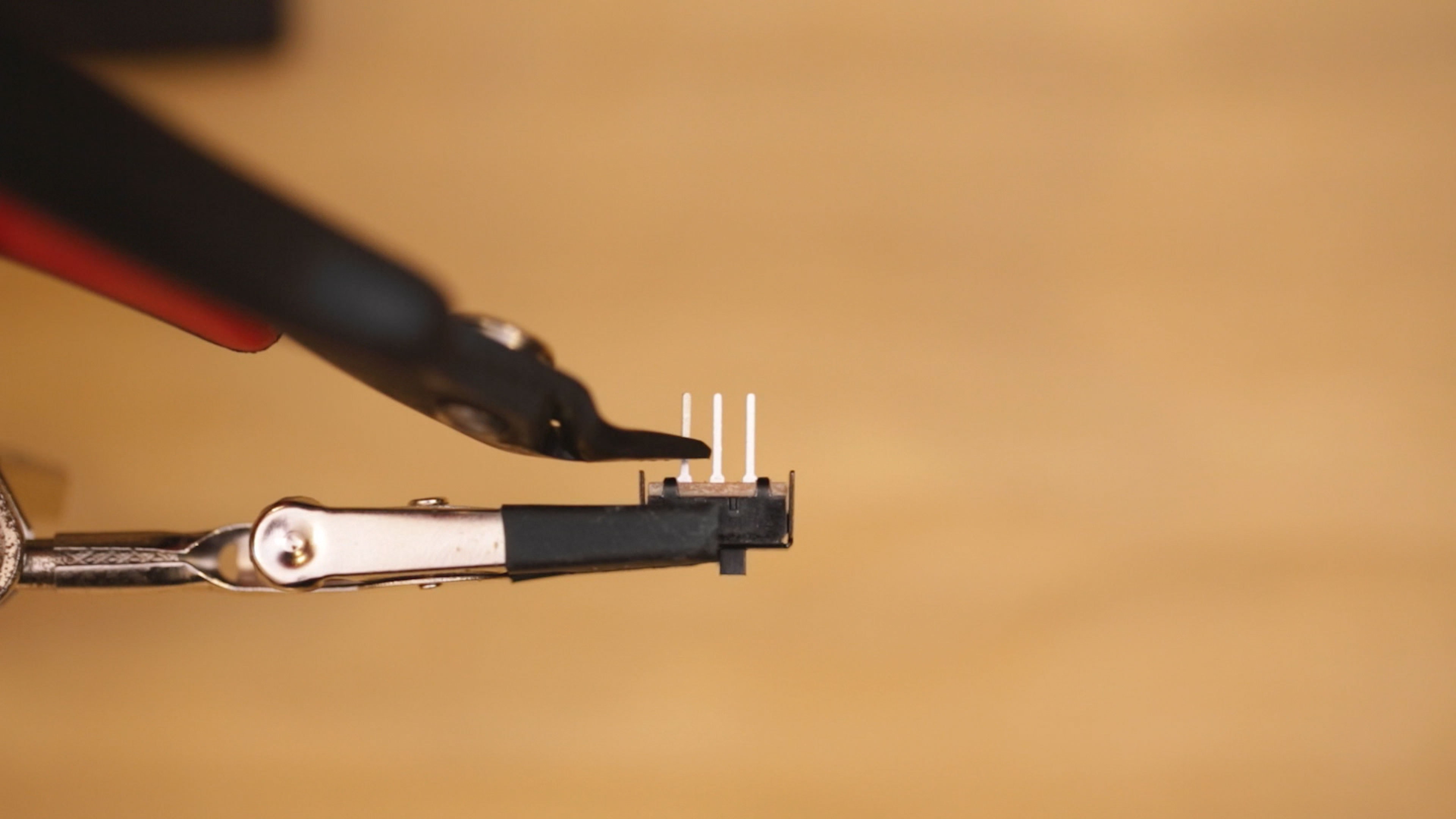 leds_slide-switch-pins-trim.jpg
