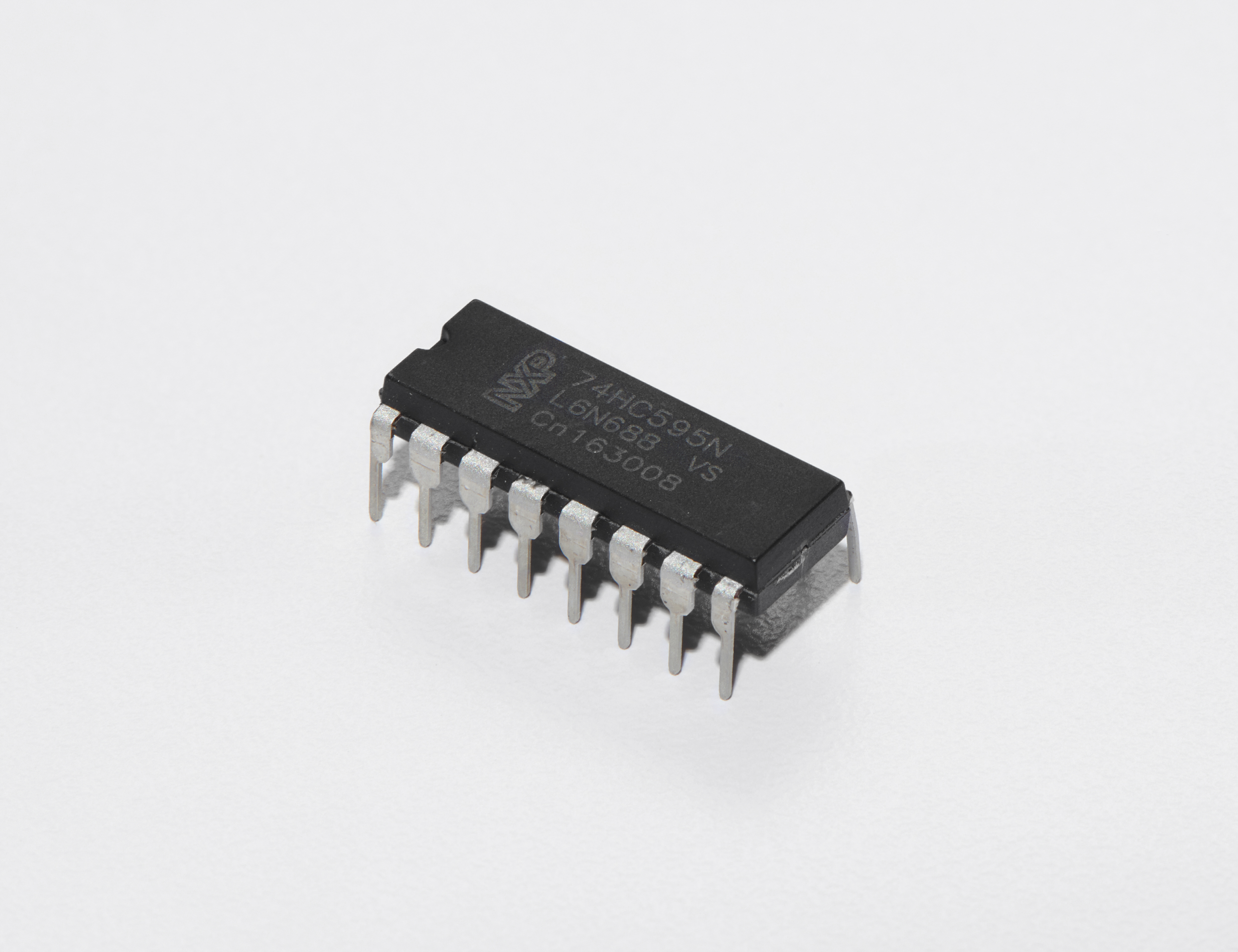 adafruit_products_Shift_Register_White_Background_ORIG.jpg
