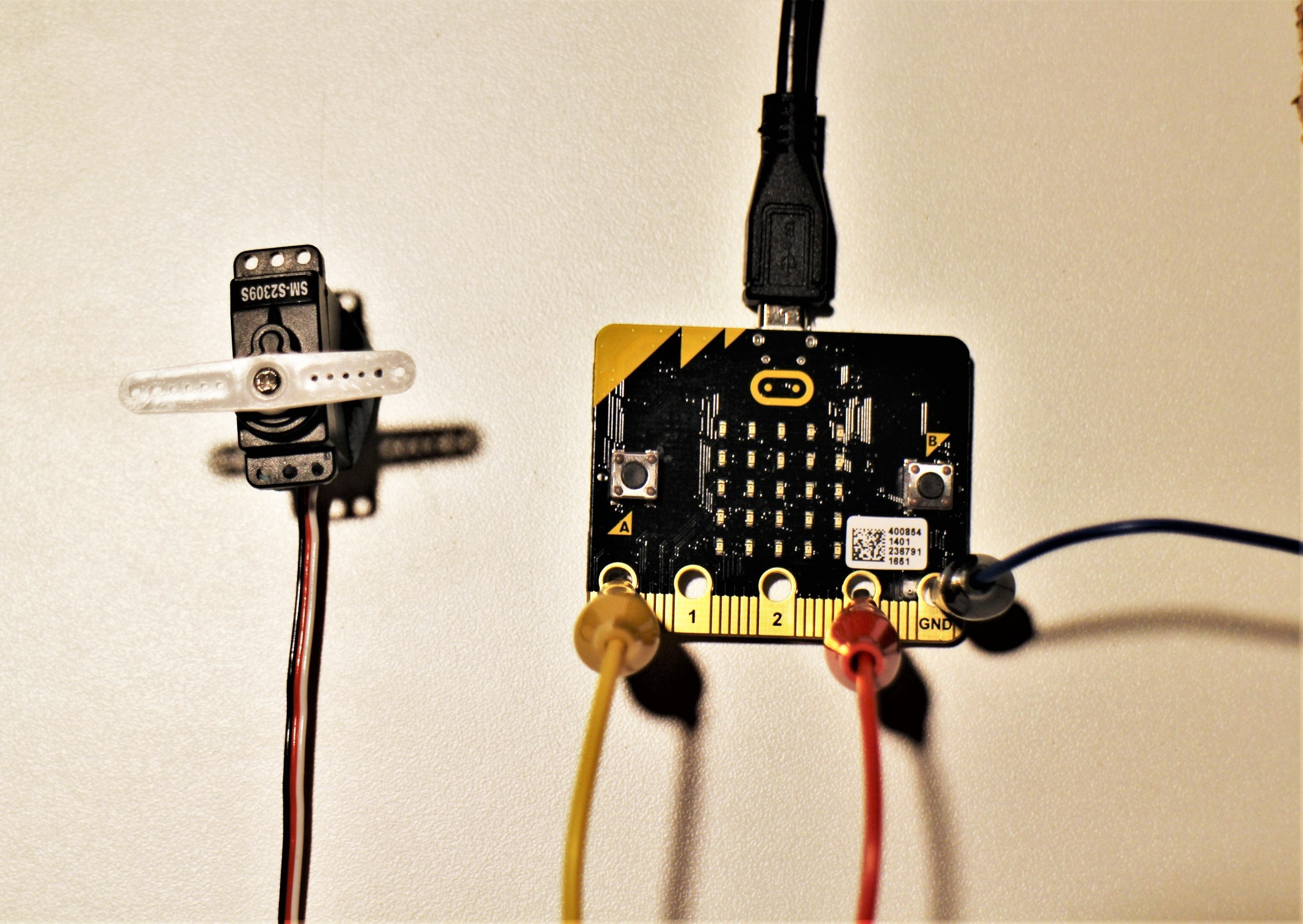 microcontrollers_MicroBit_Servo-ConnectionsV2.jpg
