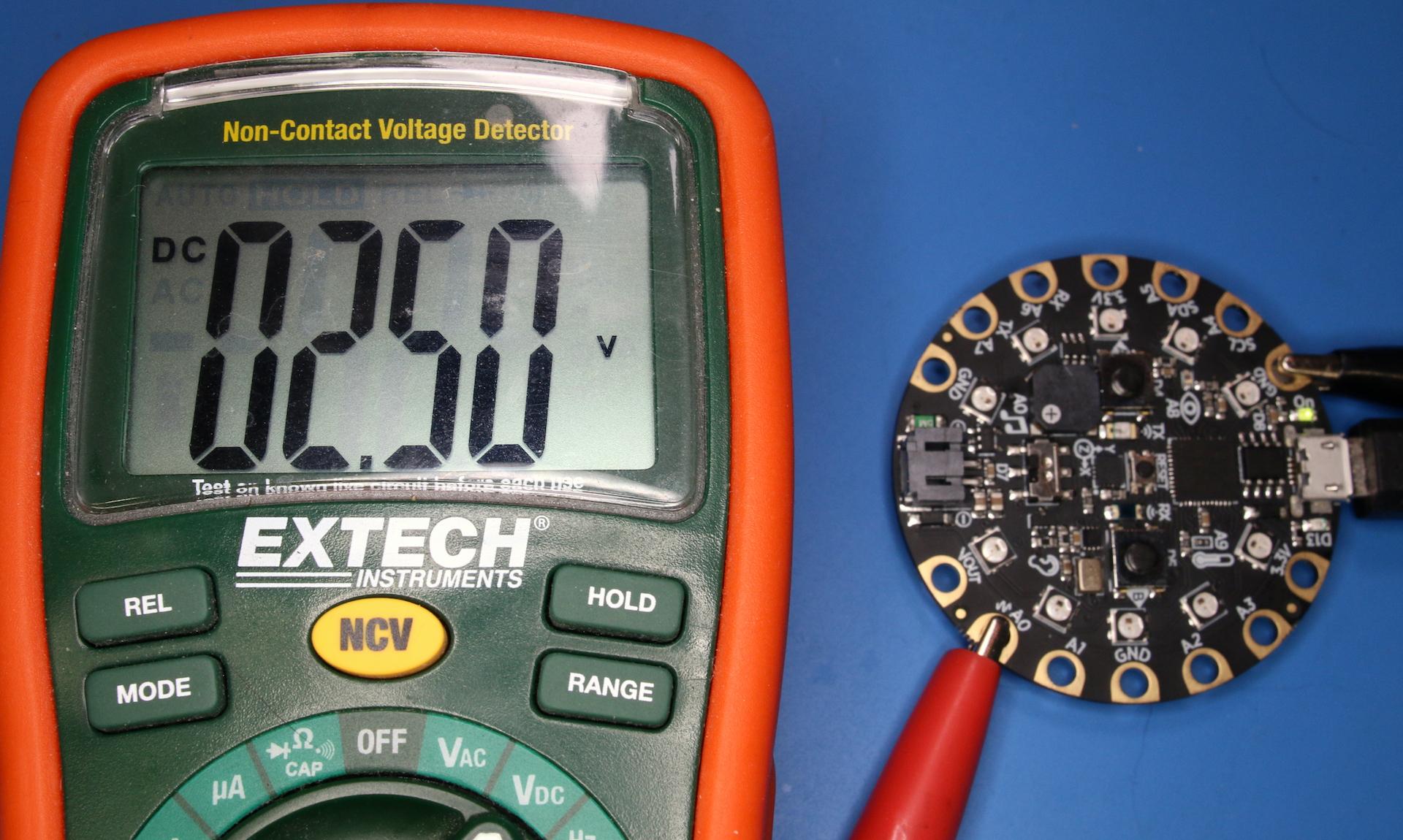 circuitpython_02_analog_io_multimeter.jpg