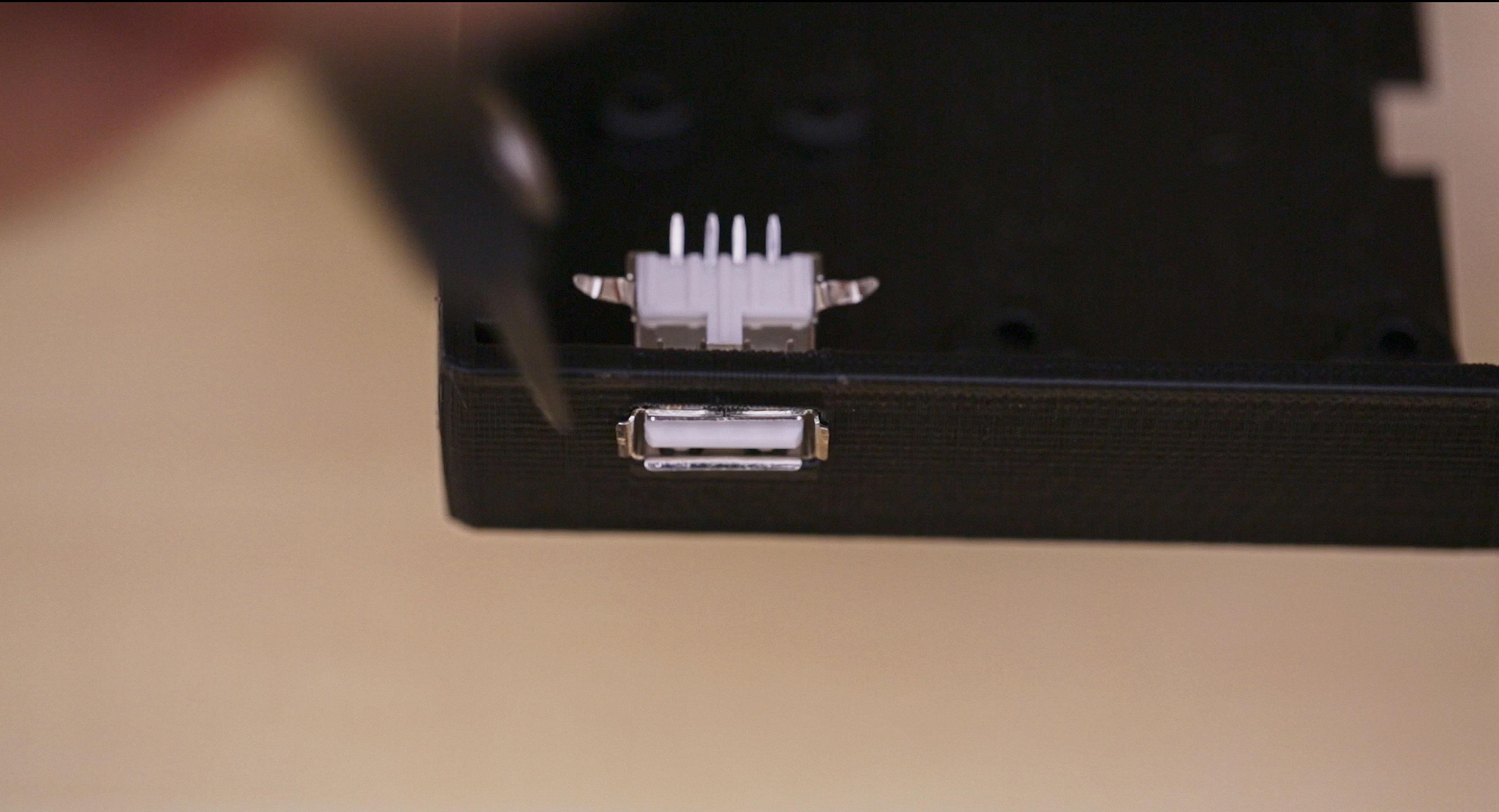 3d_printing_usb-push3d-through-bend-back.jpg