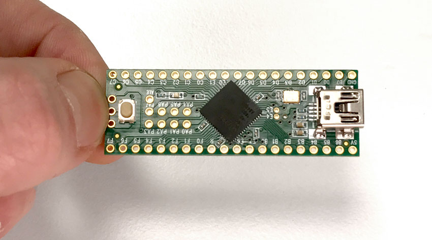microcontrollers_teensy__-in-hand-850.jpg
