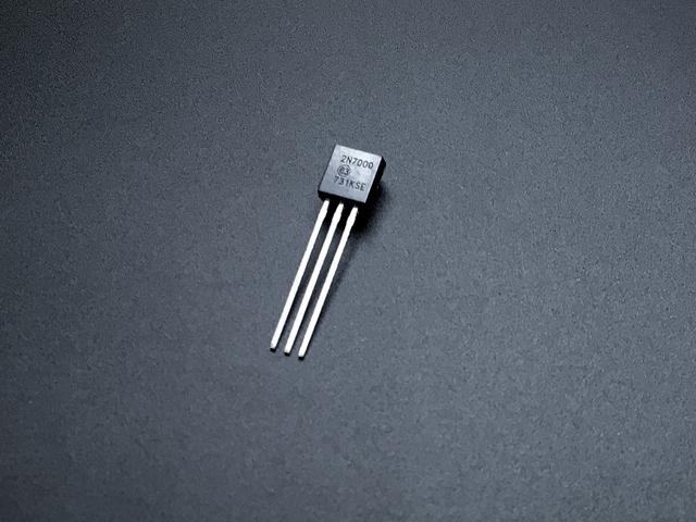 adafruit_gemma_transistor.jpg