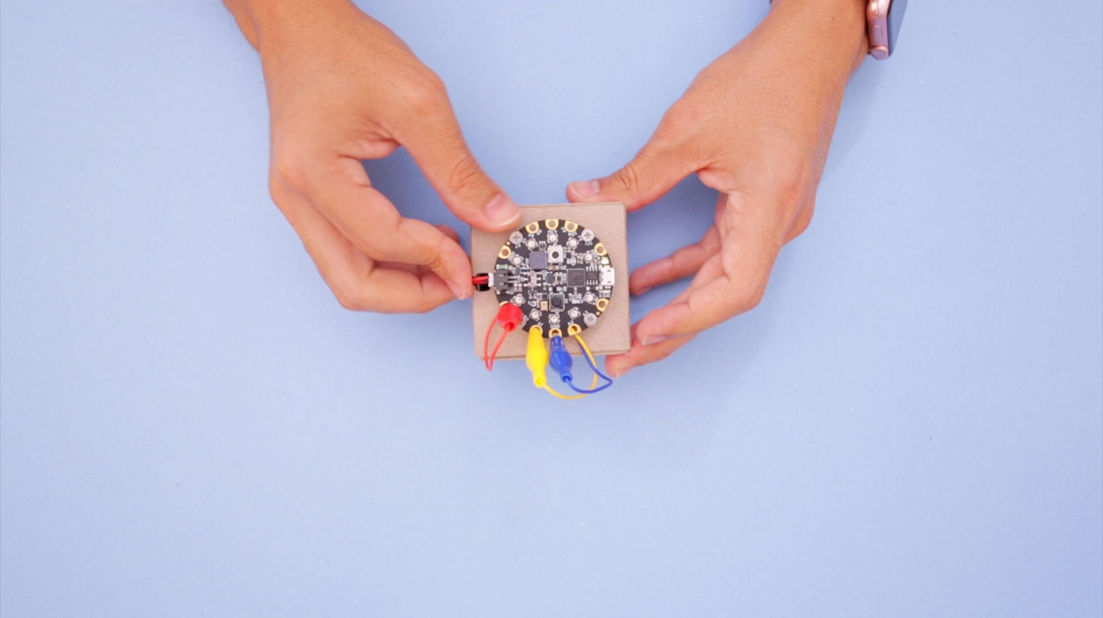 circuit_playground_box-cp-connect.jpg