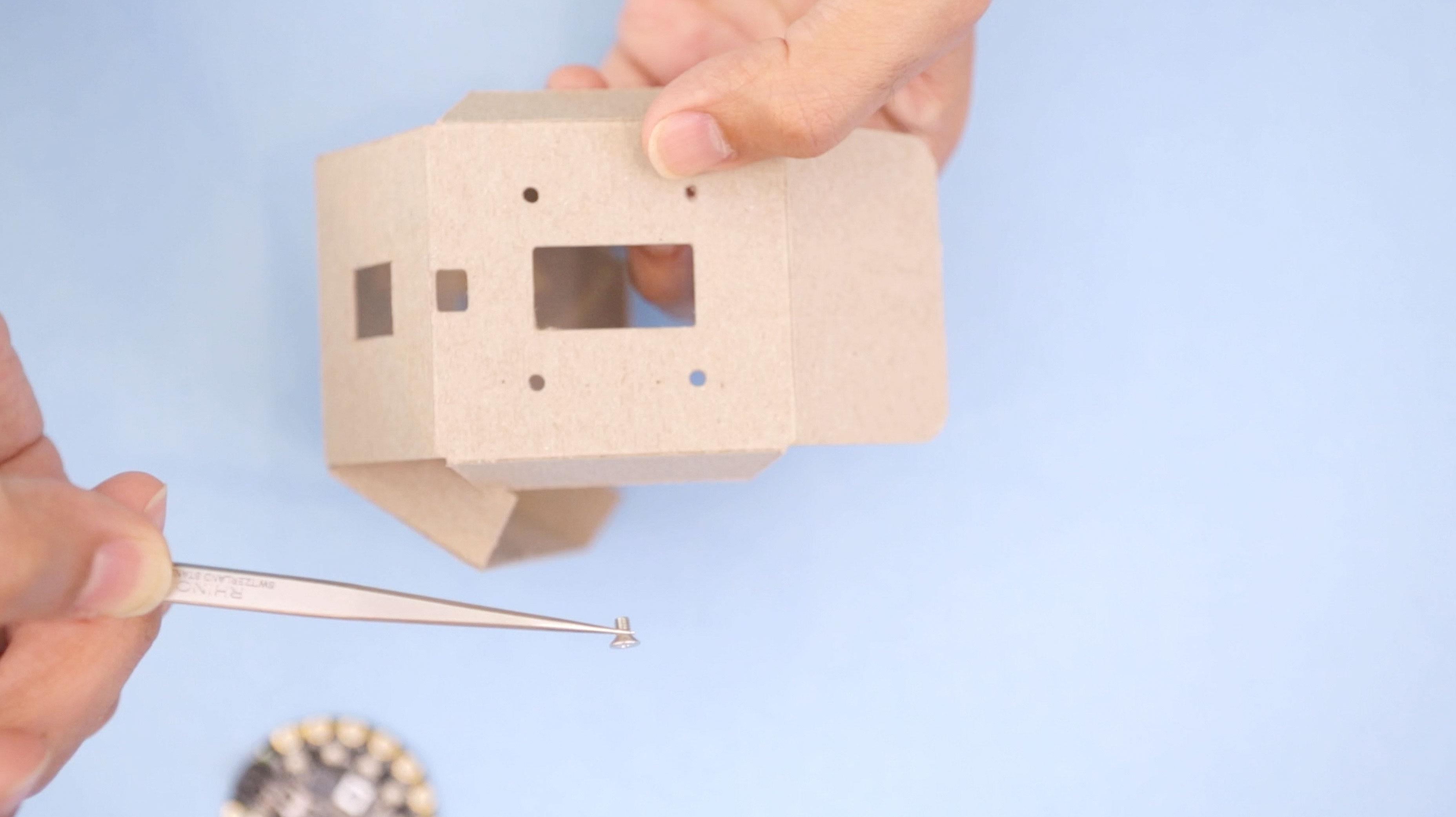 circuit_playground_box-screw.jpg