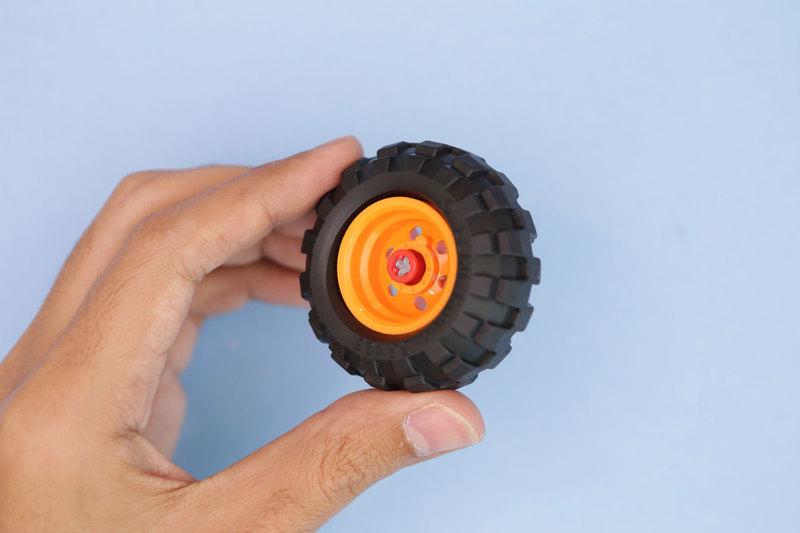 3d_printing_wheel-axle-clip.jpg