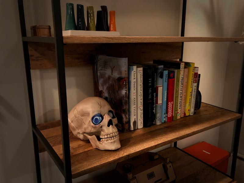 proximity_bookshelf_skull.jpg