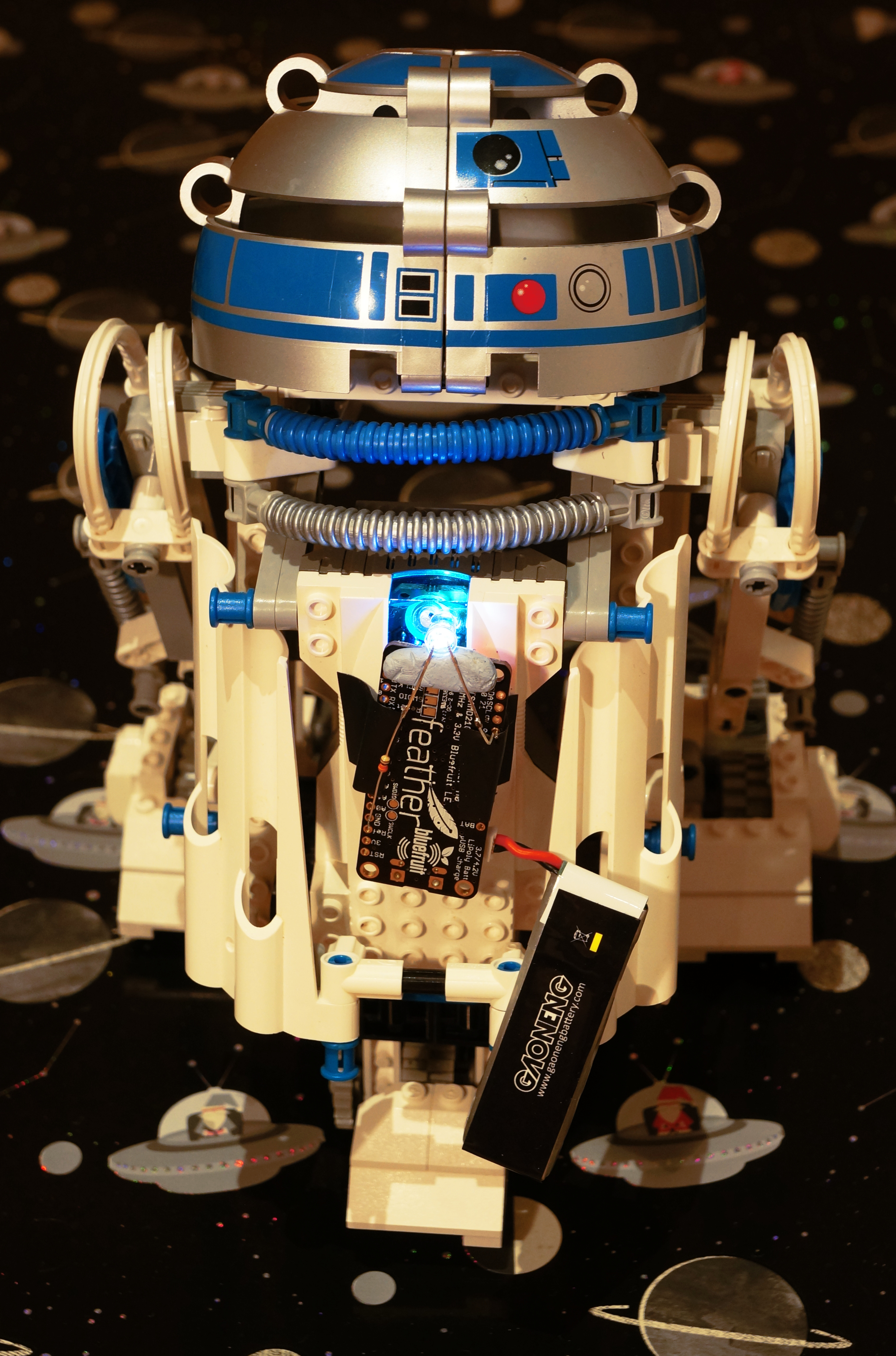 droiddeveloperkit-r2d2-with-feather-closeup-hires.JPG