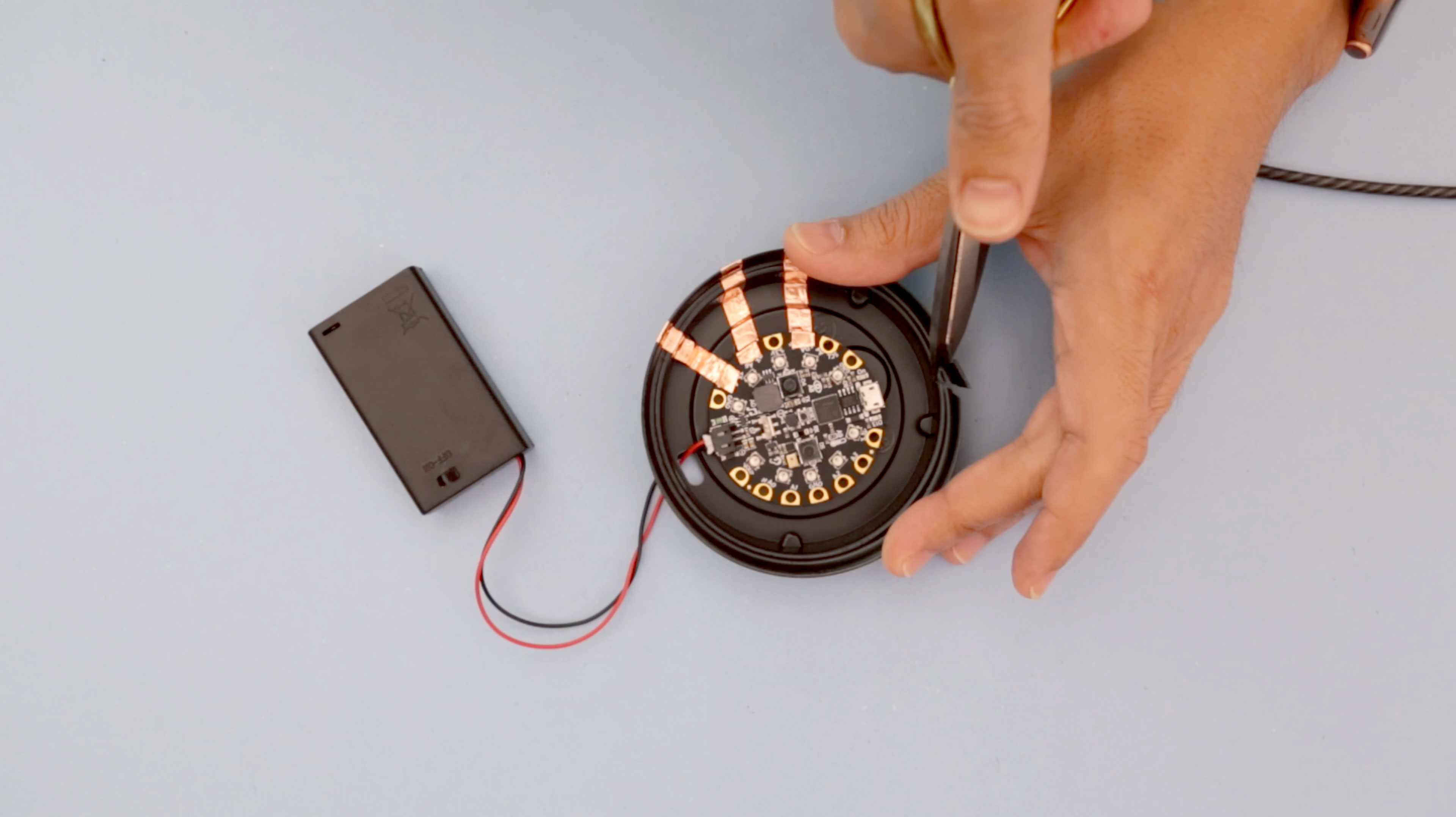 circuit_playground_lid-usb-open.jpg