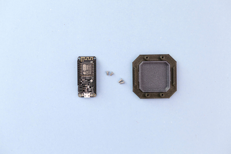 adafruit_io_huzzah-panel-screws.jpg