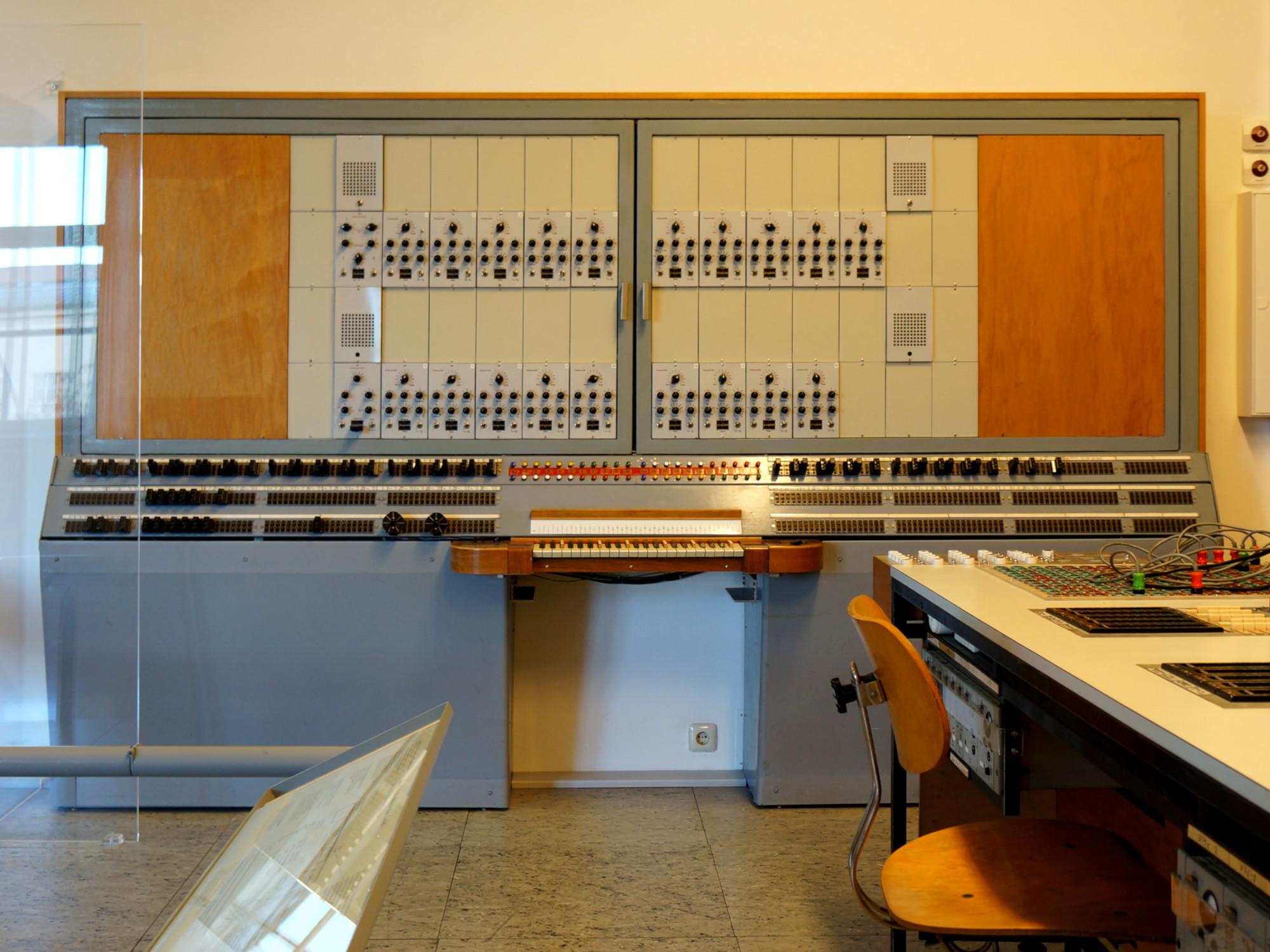 circuitpython_siemens-synthesizer-deutsches-museum-2000.jpg