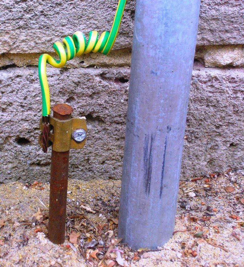 circuit_playground_series_ground-wikipedia.jpg
