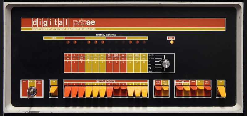 microcontrollers_Digital_pdp8-e2.jpg