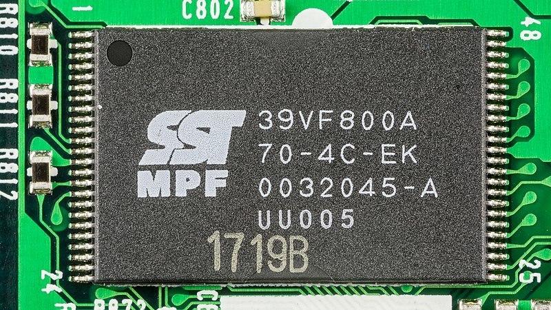 microcontrollers_800px-Sony_VPL-HS1_-_SD_Card_board_-_SST_SST39VF800A-92498.jpg