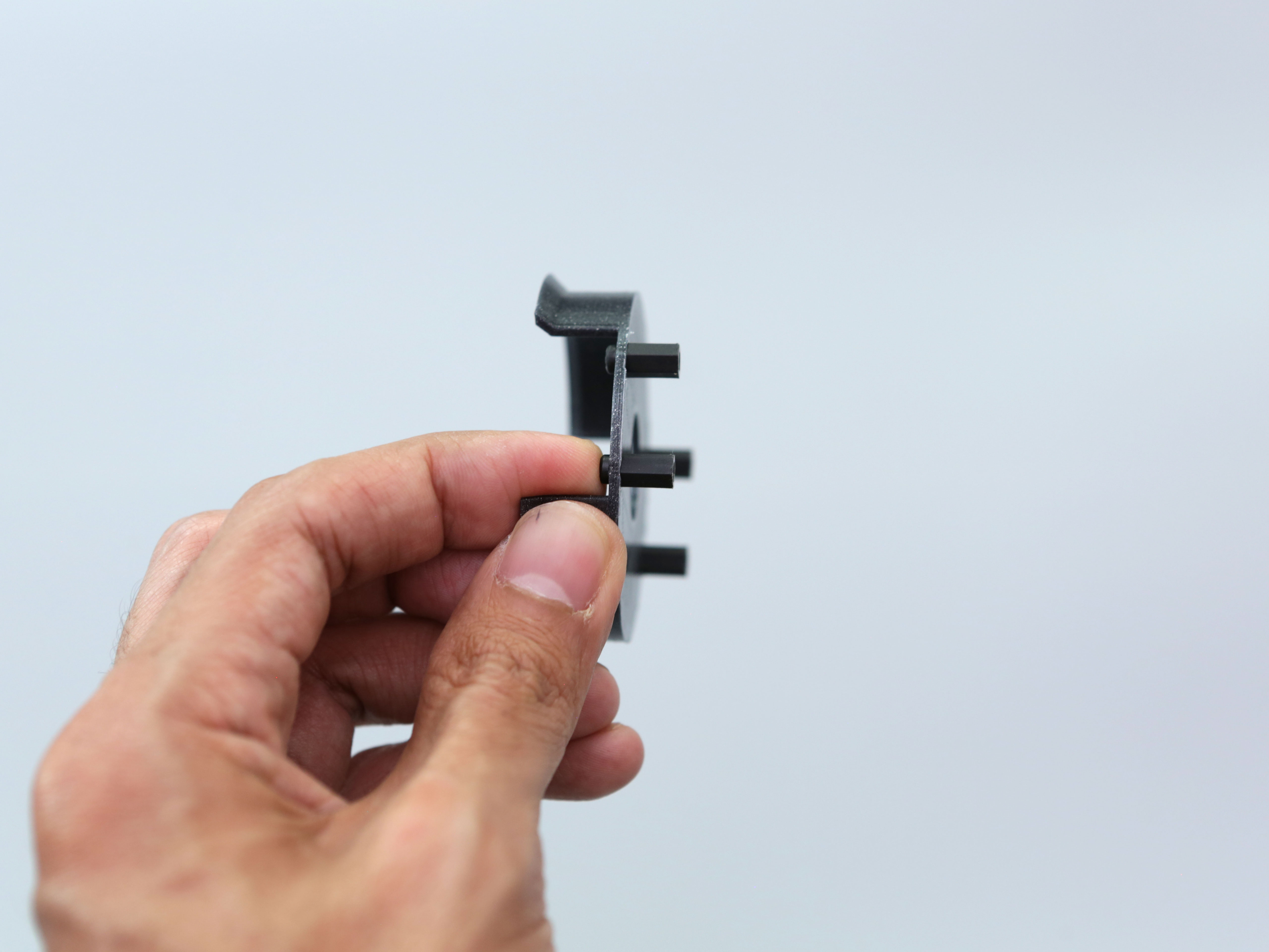 3d_printing_pcb-mount-installing-screws.jpg