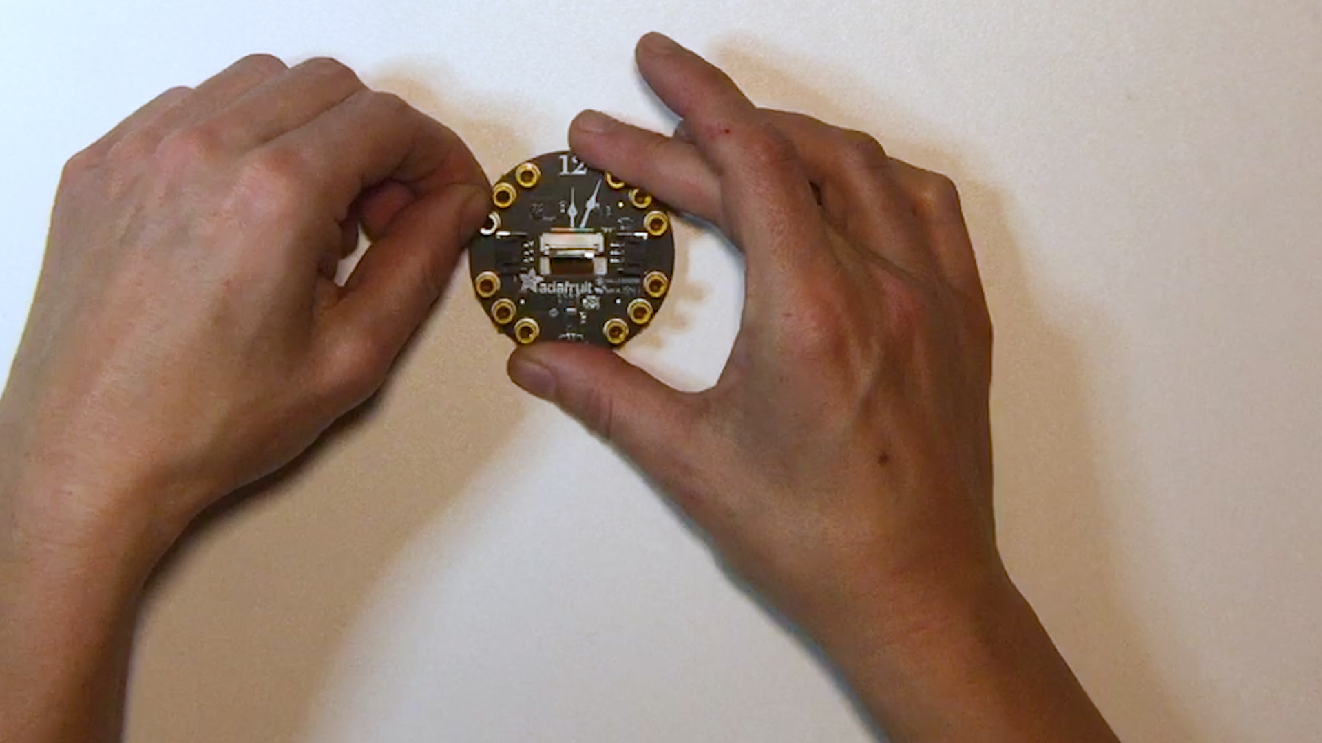 circuit_playground_projects_00_a_removetape.jpg