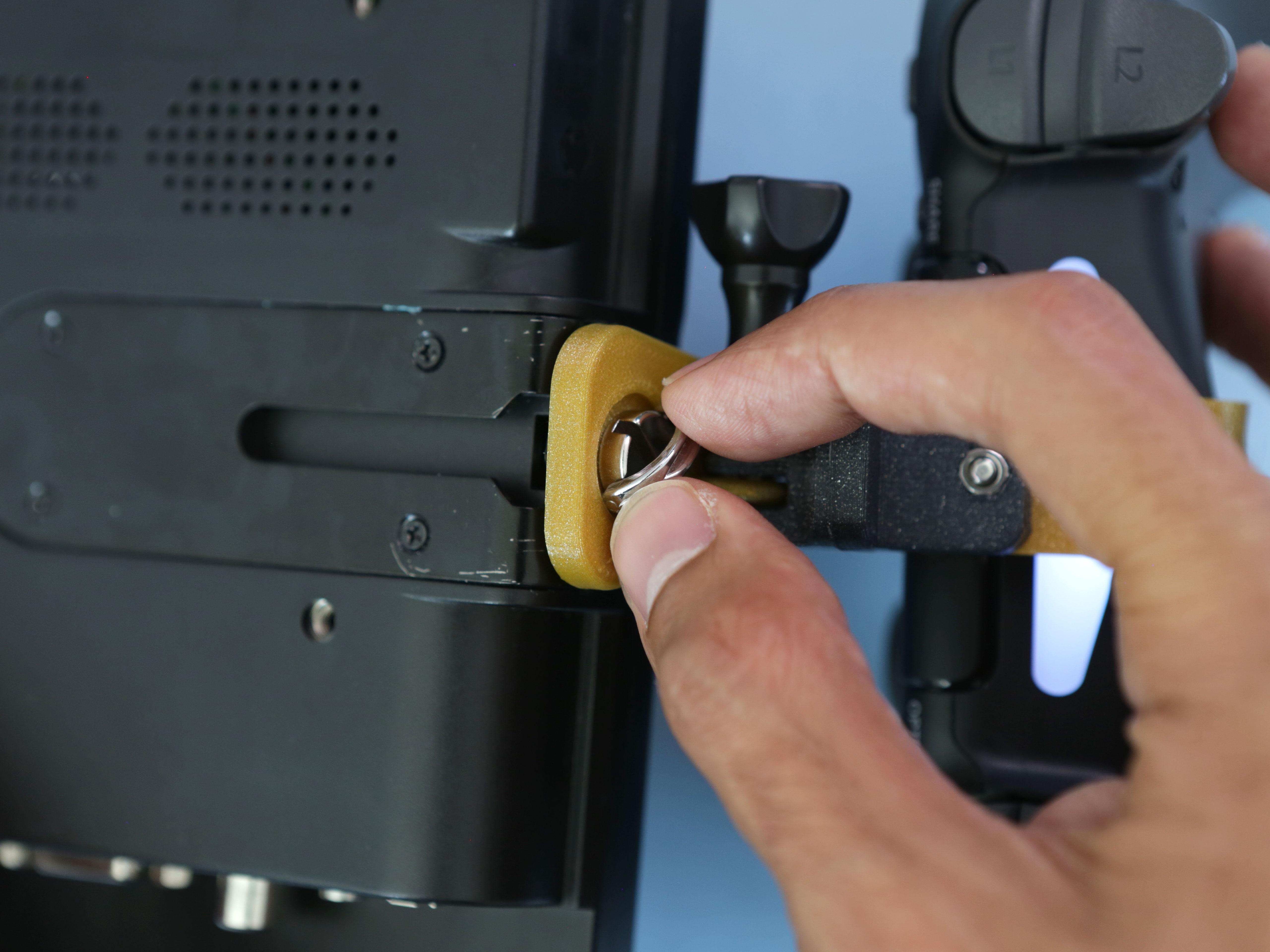 gaming_display-clamp-screw.jpg