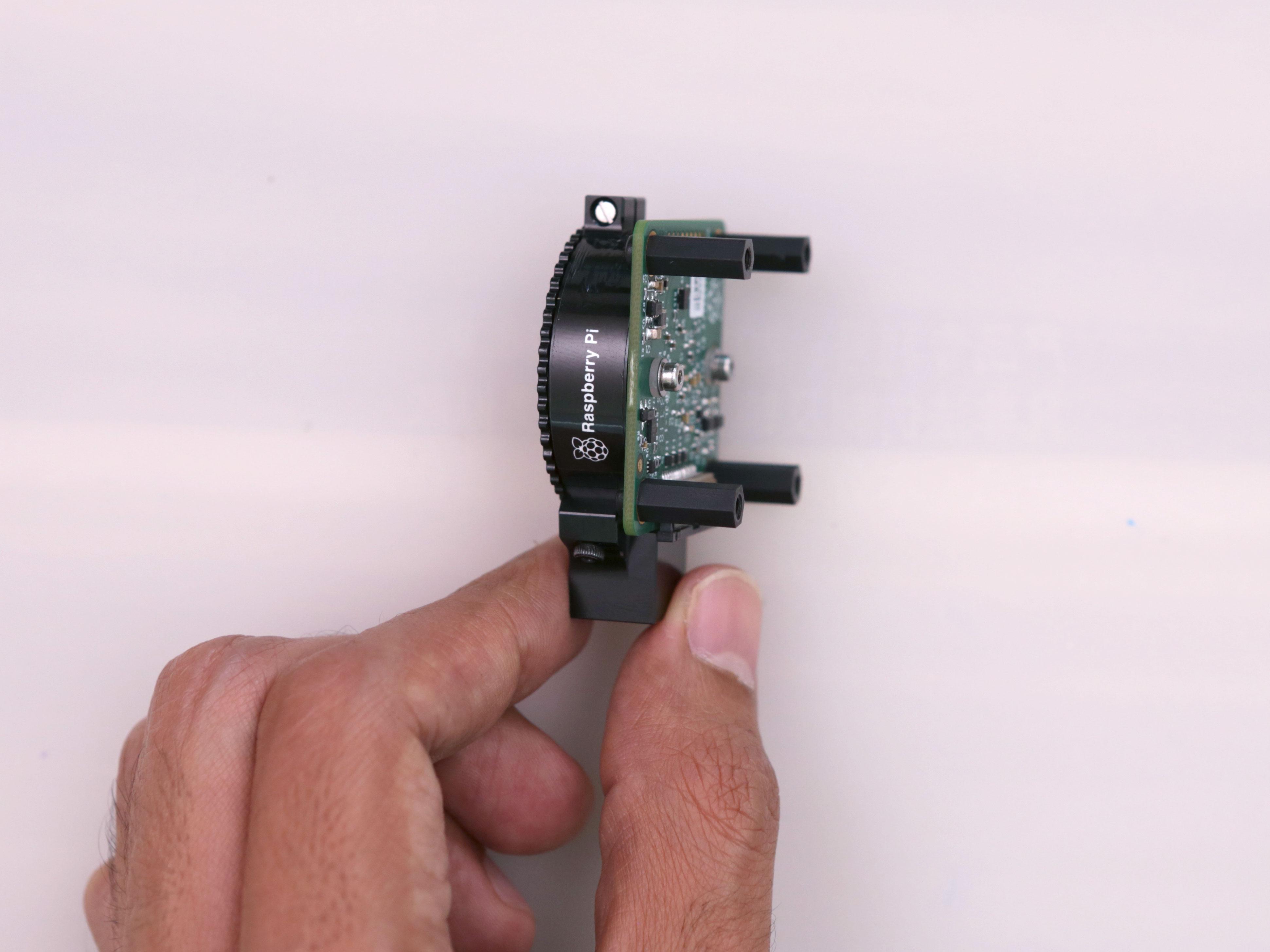 raspberry_pi_pi-hqcam-screws-install.jpg