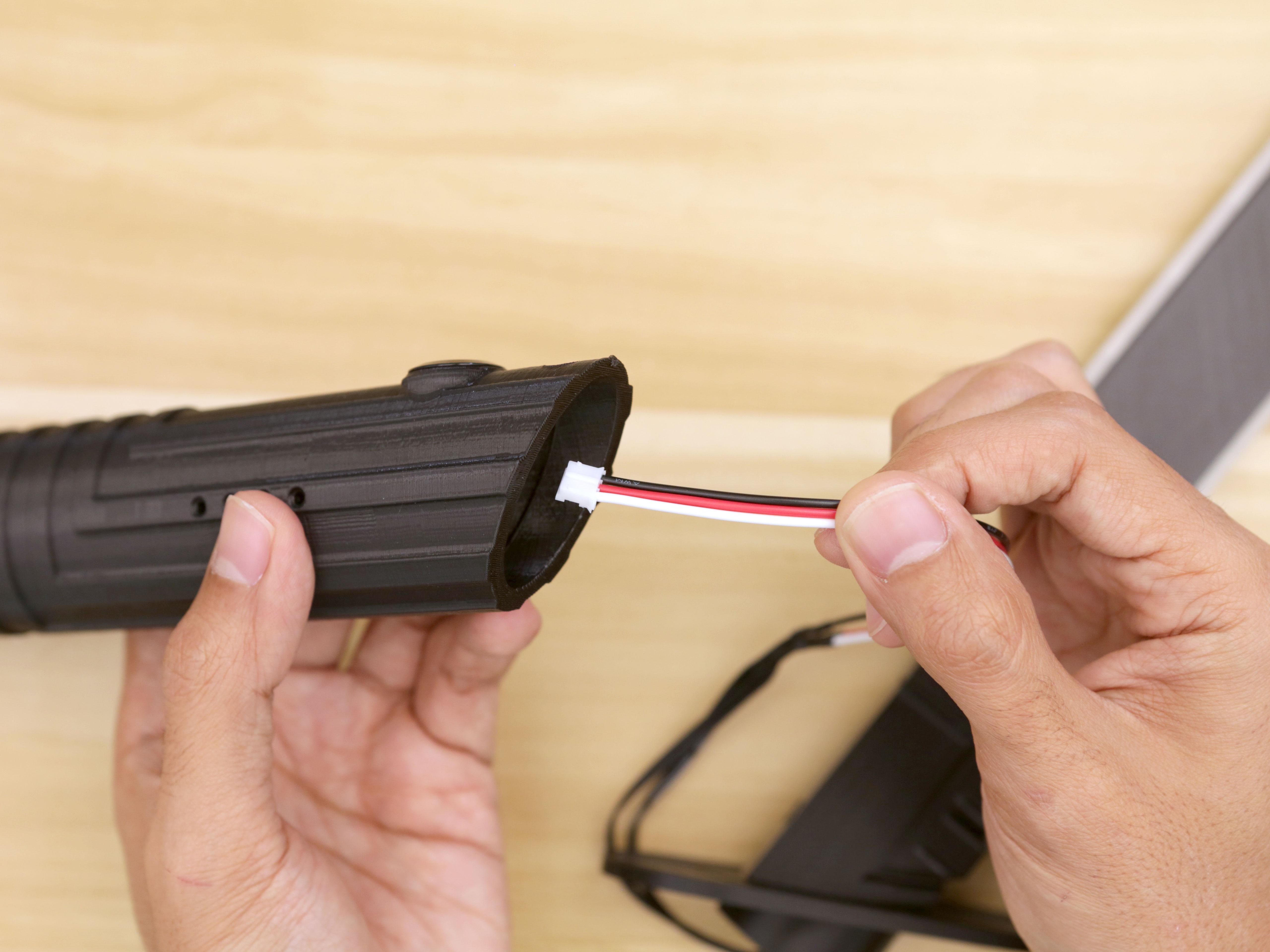 3d_printing_blade-cable-hilt-install.jpg
