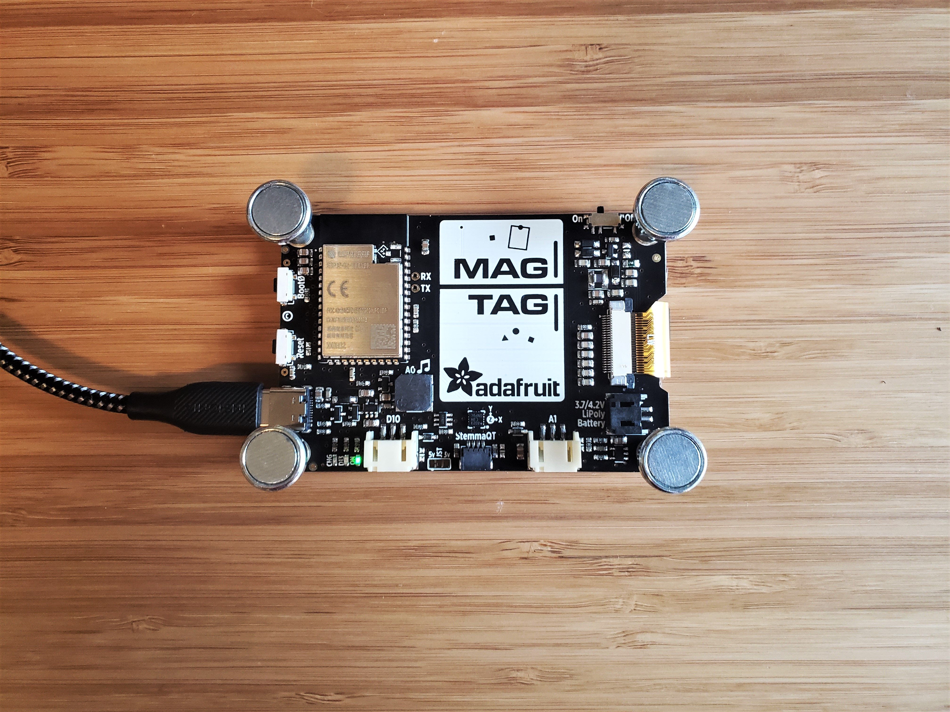 adafruit_products_MagTag_ConnectToComputer.jpg