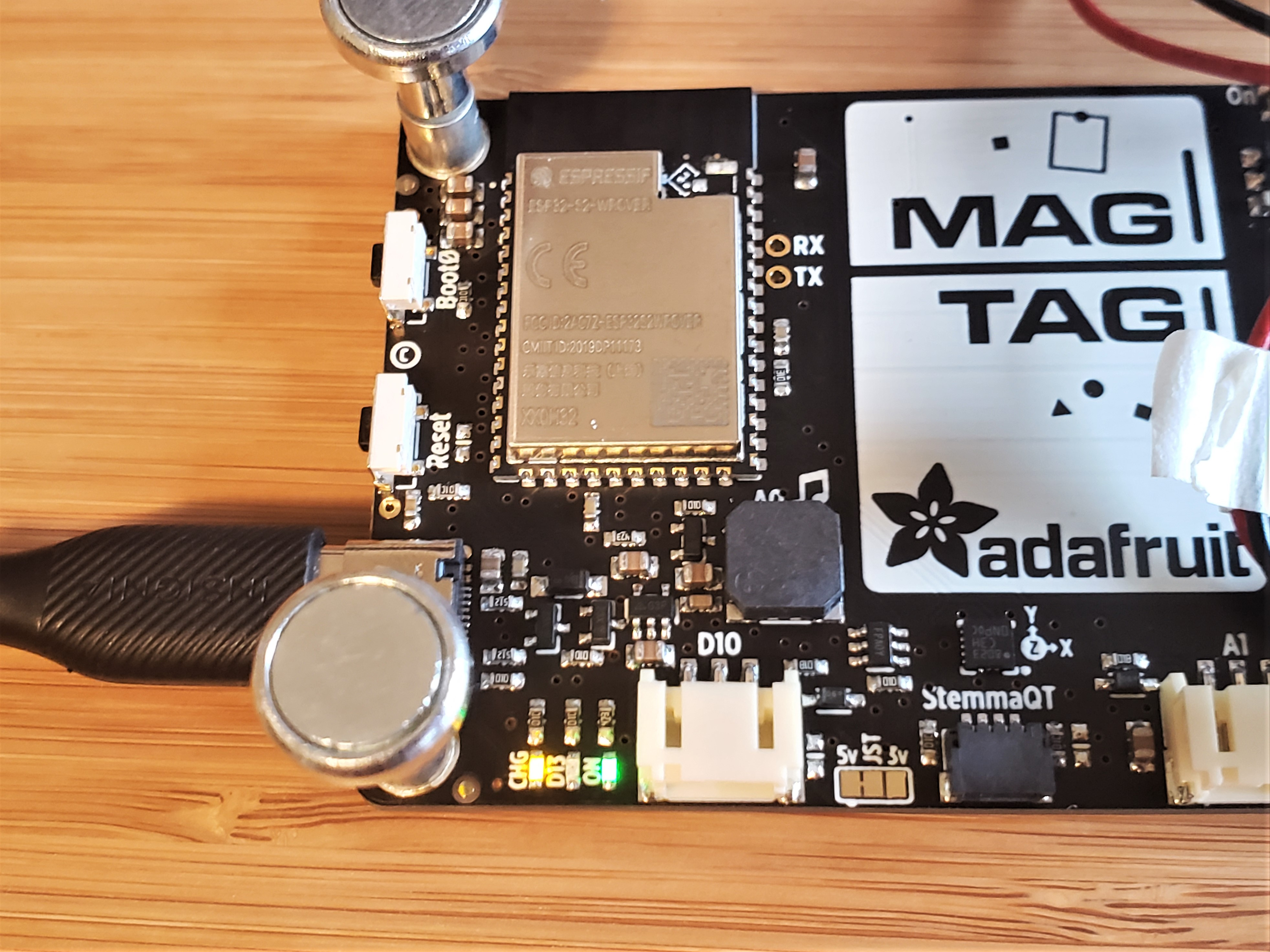 adafruit_products_MagTag-BatteryCharge.jpg