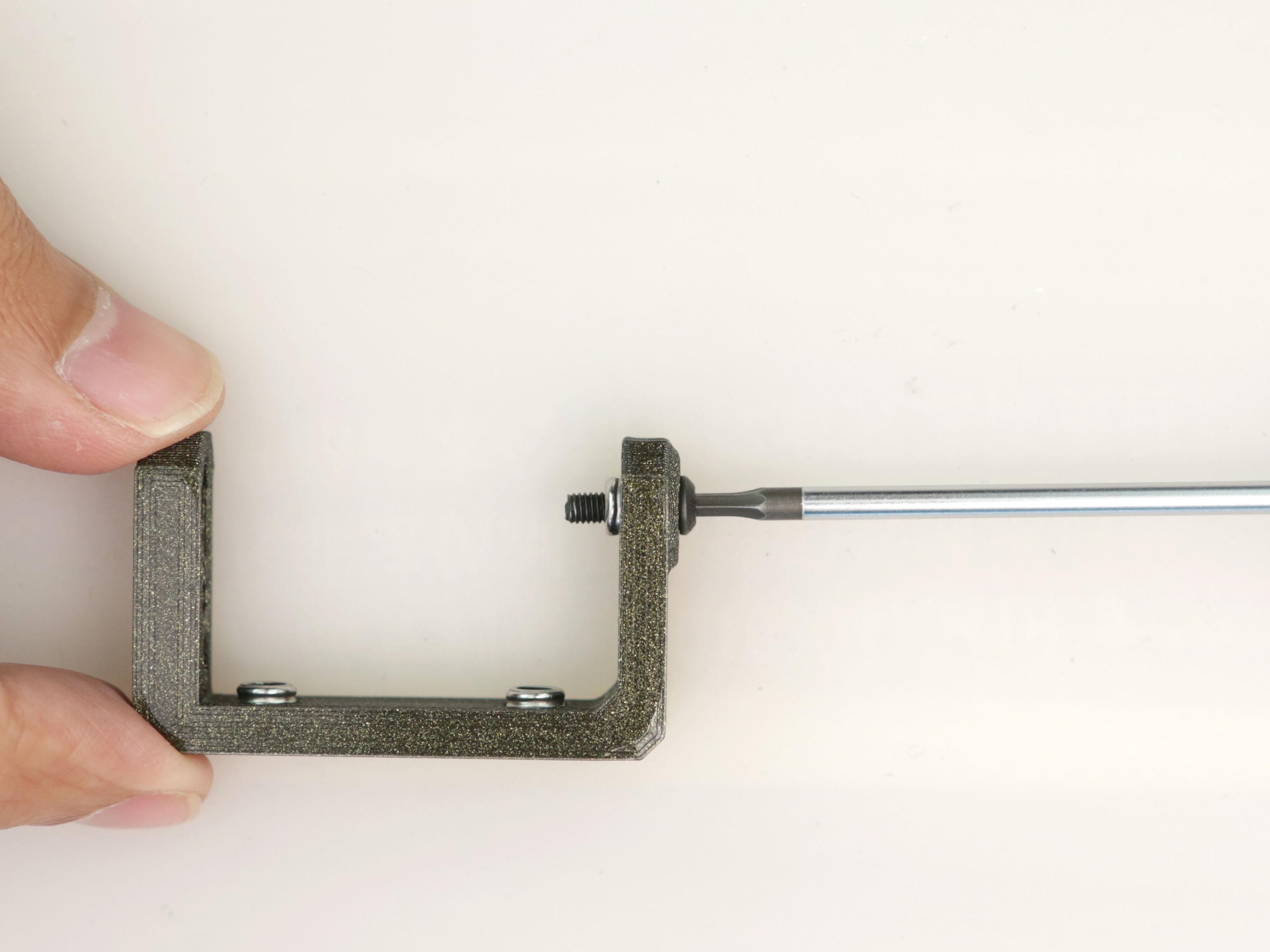 3d_printing_servo-arm-bearing-nut-installing.jpg
