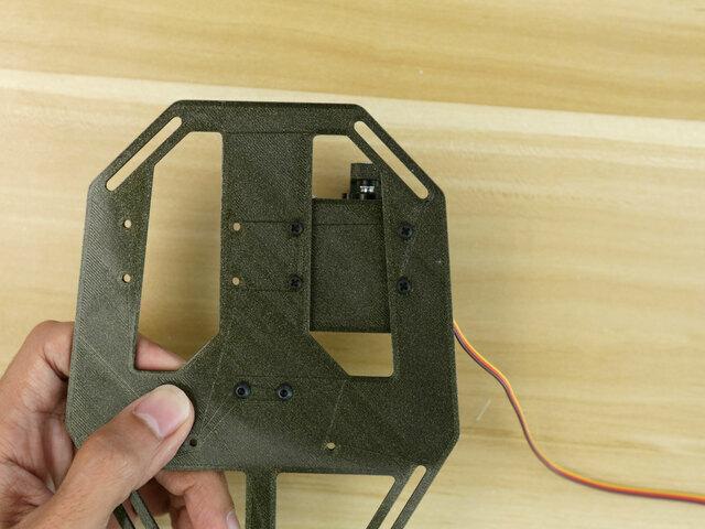 3d_printing_servo-mount-plate-screwheads.jpg