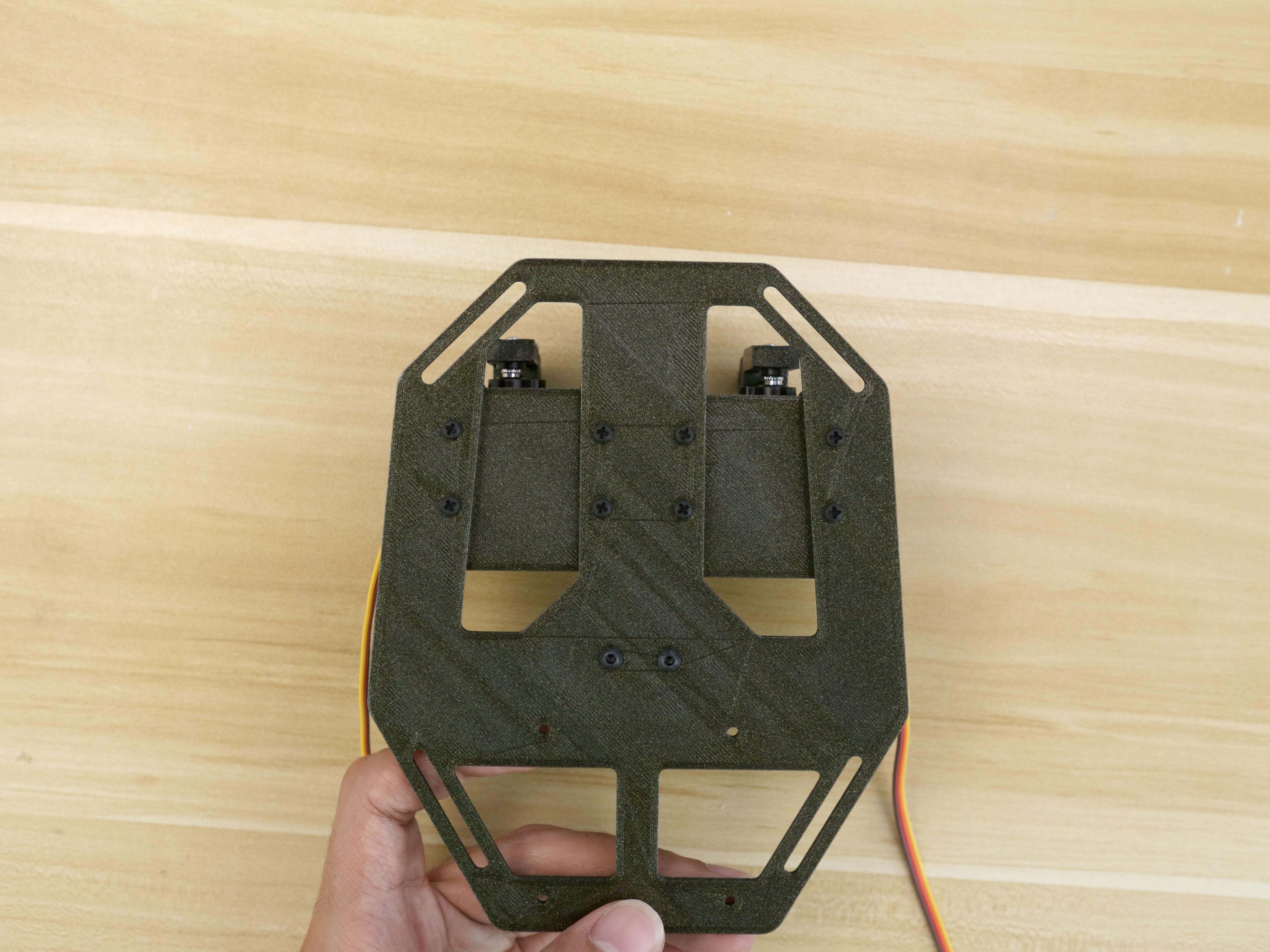 3d_printing_servos-mount-plate-secured-back.jpg