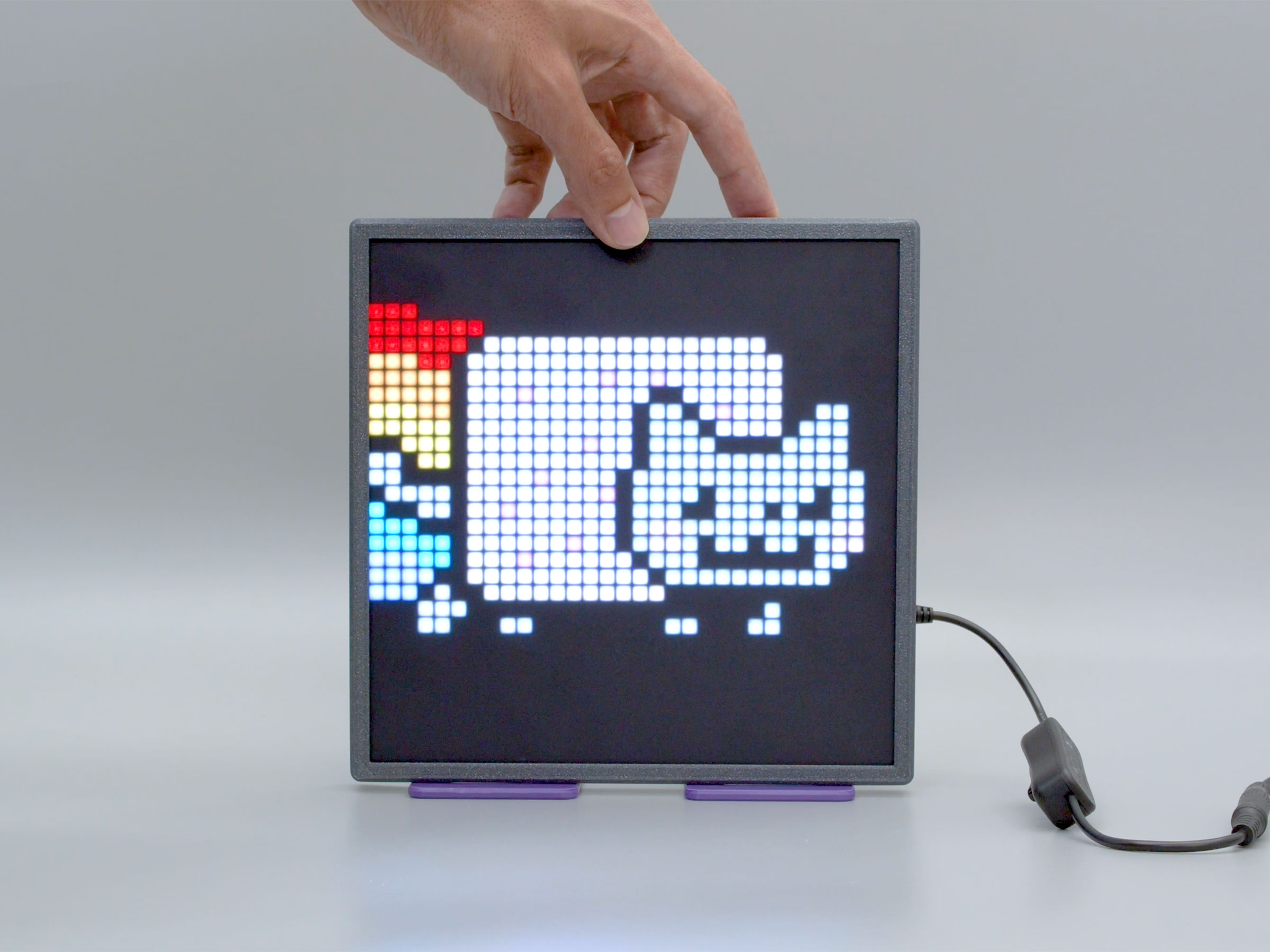 led_matrices_display-hand.jpg
