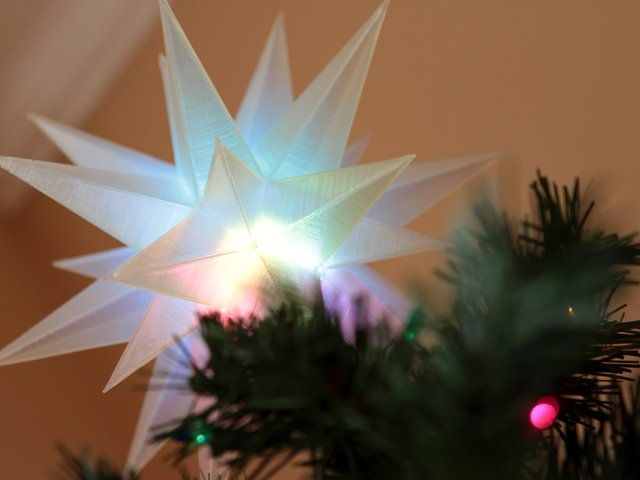 Paper Star Tree Topper - Lia Griffith | 480x640