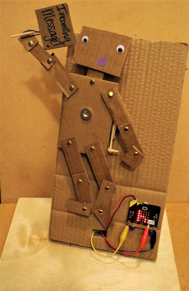 "Micro:Bit Puppet ""Text Message"" System!"