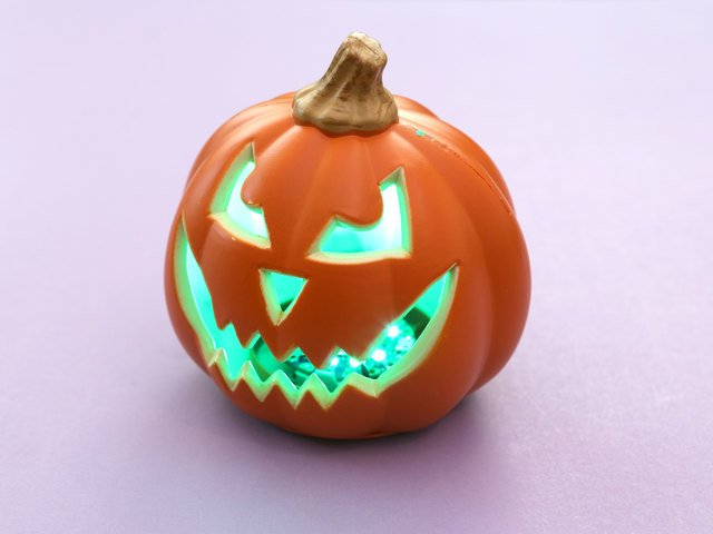 Circuit Playground Bluefruit Pumpkin with Lights and Sounds